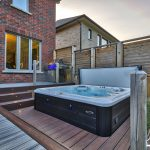 Courtice Deck - Hot Tub Area
